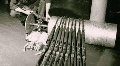锡罐中的机枪。 斯普林菲尔德阿森纳的货架集装箱