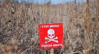 ウクライナの対戦車地雷で爆破されたAPUトラック