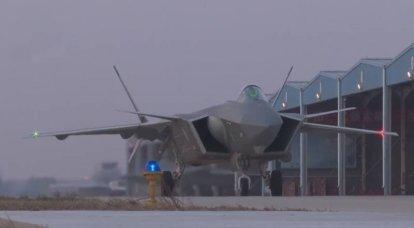 「高度な中国の戦闘機」:PLAは推力ベクトルのないエンジンを搭載したJ-20を受け取ります