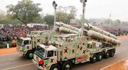 """O foguete """"BrahMos"""" percorreu a distância no motor indiano"""