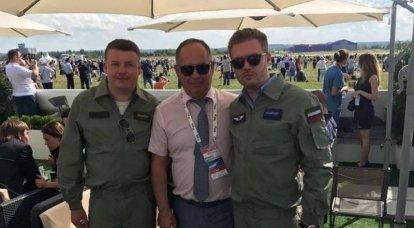 En Ucrania, el director de la planta de aviones fue despedido por la foto en forma de piloto de las Fuerzas Aeroespaciales Rusas.