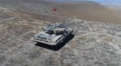 T-90 avec le drapeau turc: les militaires en Azerbaïdjan posent sur fond de chars russes