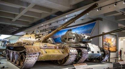 Çin Devrimi Askeri Müzesi'nde ele geçirilen Japon, Amerikan ve Sovyet zırhlı araçları