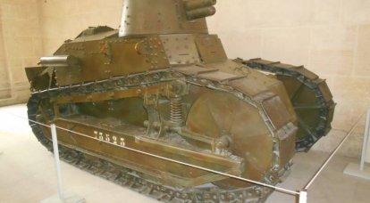 FT-17. Müzedeki tankın yanında yansımalar