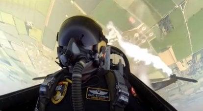 """""""민첩성과 재능의 예"""": F-16 전투기의 비행에 관한 터키 언론"""