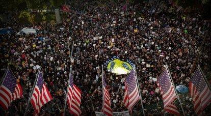 抗议的回声。 美国的COVID-19感染率上升