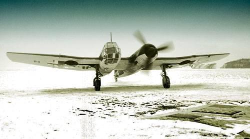 Естественно, вспомните любой авианосец.  А вот несимметричных самолетов в истории было очень.