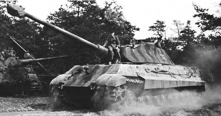 ...88 мм пушка KWK 43 обеспечивала королевскому тигру пробитие лобовой брони любого танка антигитлеровской коалиции...