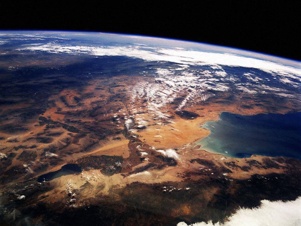 Астронавты, космонавты, космические корабли и аппараты, планеты, созвездия, туманности.  Все что связано с космосом.