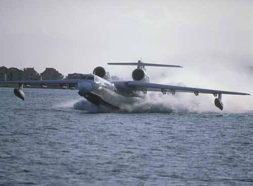 Be-200 №301 hat einen Flug von Irkutsk nach Taganrog gemacht