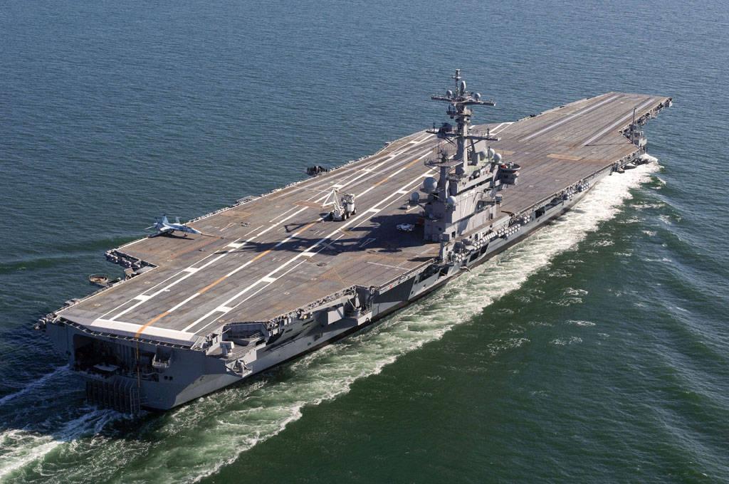 простая фото самого большого военного корабля едет тоннель