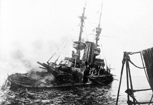 1281872550_hms_irresistible_abandoned_18_march_1915.jpg