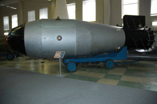http://topwar.ru/uploads/posts/2011-03/thumbs/1298972278_tsar_bomba_revised.jpg