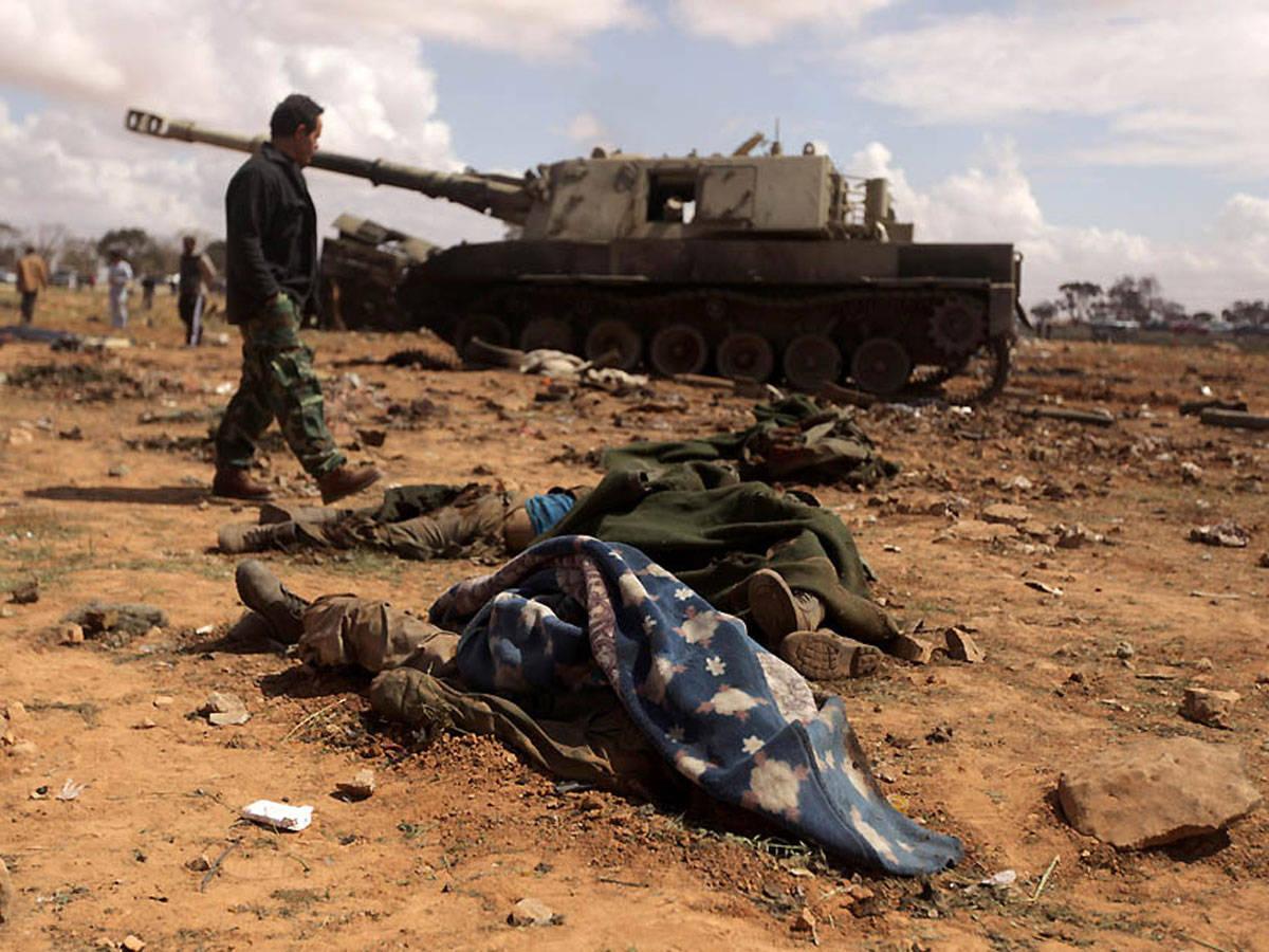 Бомбить военные базы каддафи