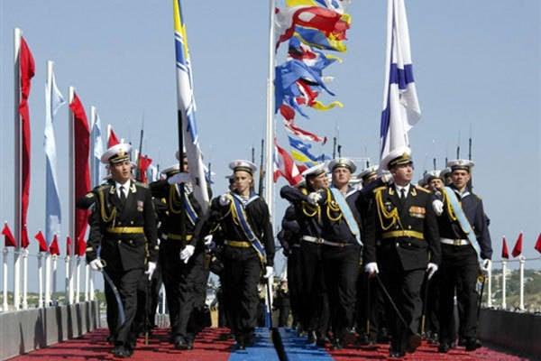 """""""世界航道-2011""""宣传乌克兰和俄罗斯的""""新友谊"""""""