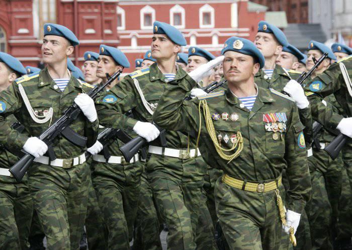 Сердюков запретил десантникам надевать ордена на парад Победы