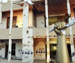 En Libye, le palais de Kadhafi a été détruit
