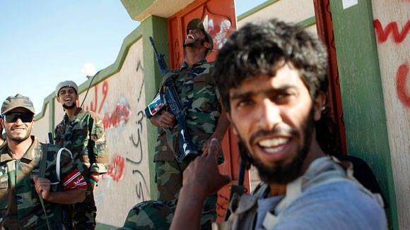 Les rebelles en Libye ont levé le drapeau russe