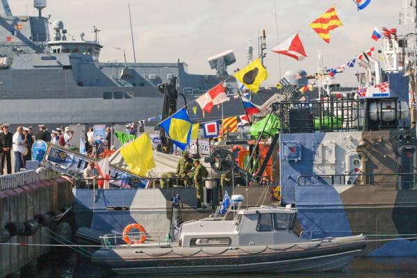 À Saint-Pétersbourg a ouvert un salon de la marine