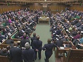 """在英国,一场丑闻爆发了。 数十亿人的""""失踪""""激起了英国议会的兴趣"""