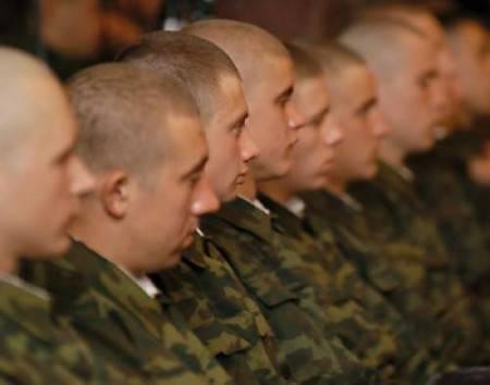 Qui devrait servir dans l'armée russe? (enquête)
