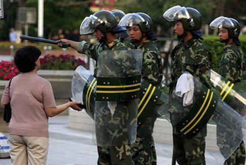 中国的骚乱 - 二十人死亡