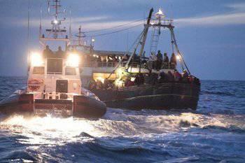 北约没有来救援。 这艘船提交了六天SOS!
