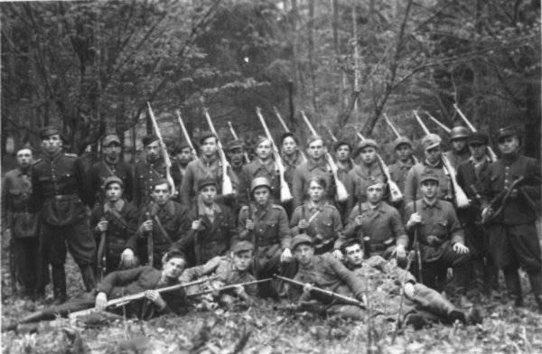 第二次世界大战结束后对抗苏联的地下斗争