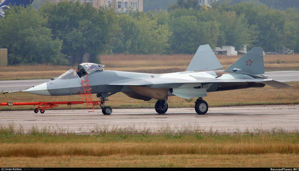 Fifth-generation fighter prototypes will arrive in the Russian Air Force in 2013 - Commander in Chief