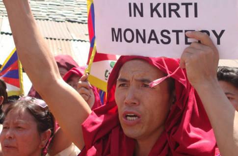 L'armée chinoise a encerclé le monastère tibétain