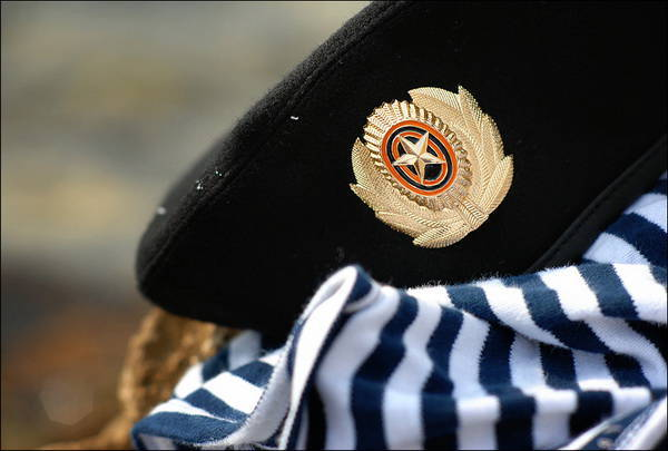 Army: why soldiers glamorous berets?