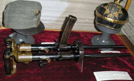 İlk hafif makineli tüfekler