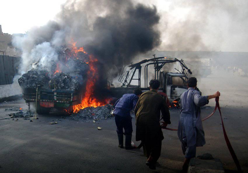 Pakistan Karaçi'de etnik savaş başladı