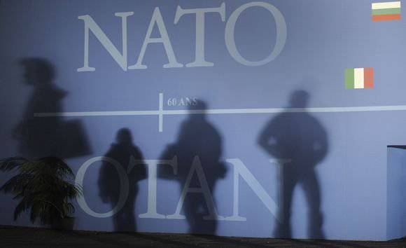 Alliance of NATO and Islamic radicals: theater of the absurd or subtle calculation?