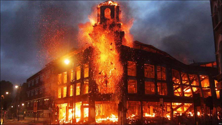 Исламизация Европы на фоне горящего Лондона