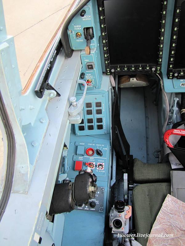 Учебно боевой самолет як 130