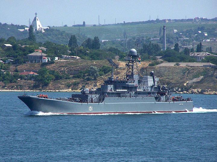 Ukrayna, Rus gemisinin su alanından geçiş ücreti istedi