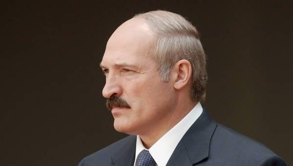 """明斯克向克里姆林宫和西方展示电影""""死硬""""(""""NAVINY.BY"""",白俄罗斯)"""