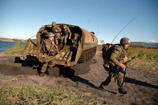 Les Marines de la flotte du Pacifique au Kamchatka ont conquis un pied sur la côte face à l'ennemi