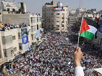 """Palestinian """"mine"""" on edge"""