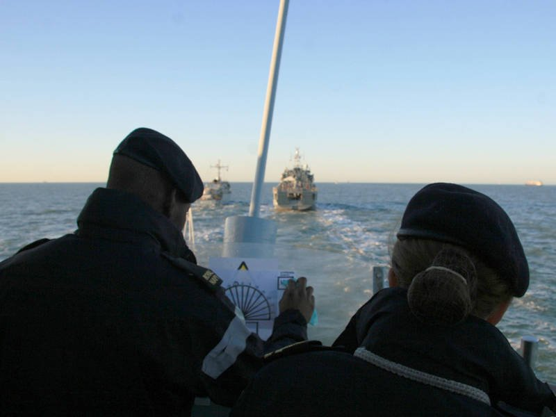 http://topwar.ru/uploads/posts/2011-10/1317572692_hms_brocklesby_on_nato_exercise2_mar_11_mod.jpg