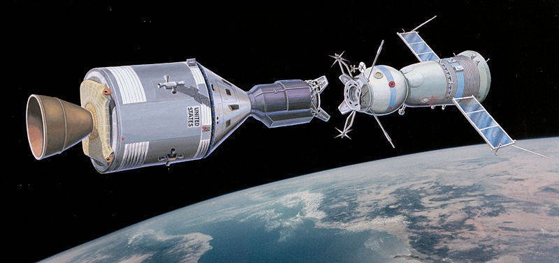 http://topwar.ru/uploads/posts/2011-10/1317836563_800px-apollo-soyuz-test-program-artist-rendering.jpg