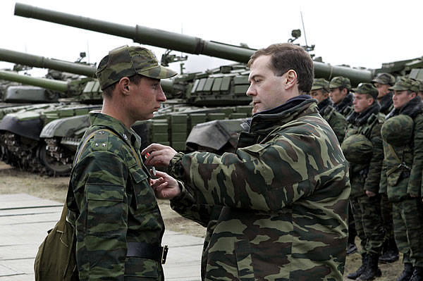 The costs of rearmament of the Russian army constrain the economic opportunities of the country, the director of the Center