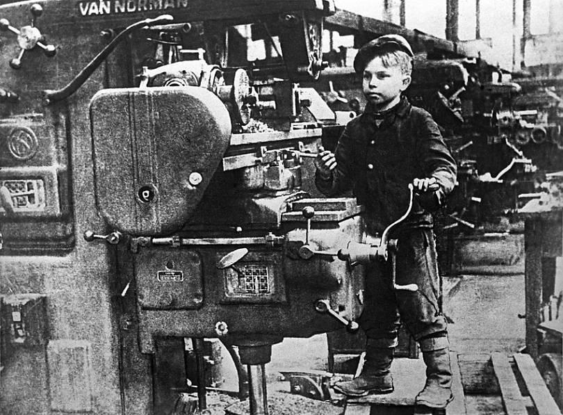 """Картинки по запросу """"дети за станками в Великую отечественную войну"""""""