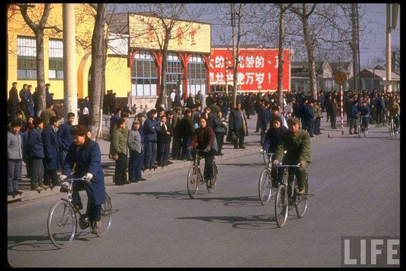 "China 70's: ""Pays des fourmis bleus"""