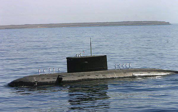 Iranian Navy received three new submarines