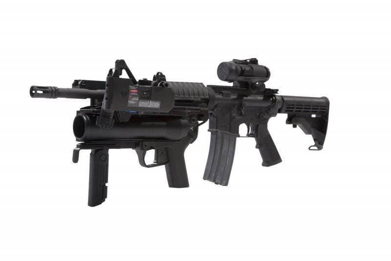 40-мм гранатомет М320 и магазин MAG-D