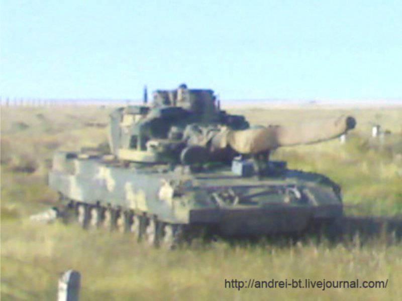 Башня танка Т-95 необитаема.  Лафетная установка с вынесенным вооружением и приборами наблюдения и прицеливания плохо...
