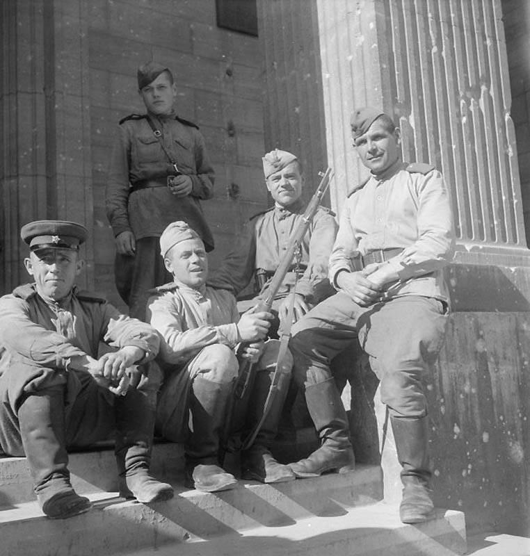 La vida cotidiana de Berlín en julio 1945.