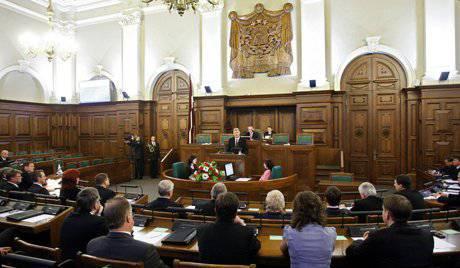 Le Parlement letton examinera la question de la reconnaissance du russe en tant que deuxième langue officielle